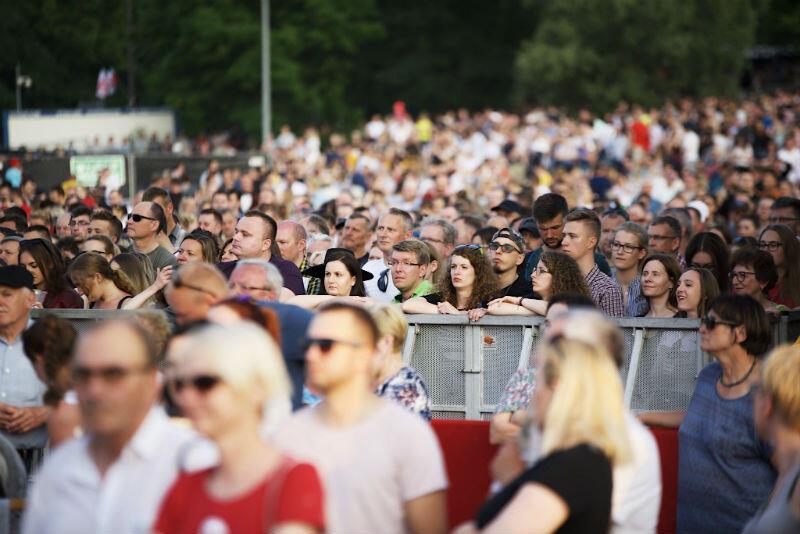 Koncert odbył się na Placu Zebrań Ludowych, który wypełniony był po brzegi - mogło być nawet 30 tys. widzów, do tego kolejne tysiące przed telewizorami