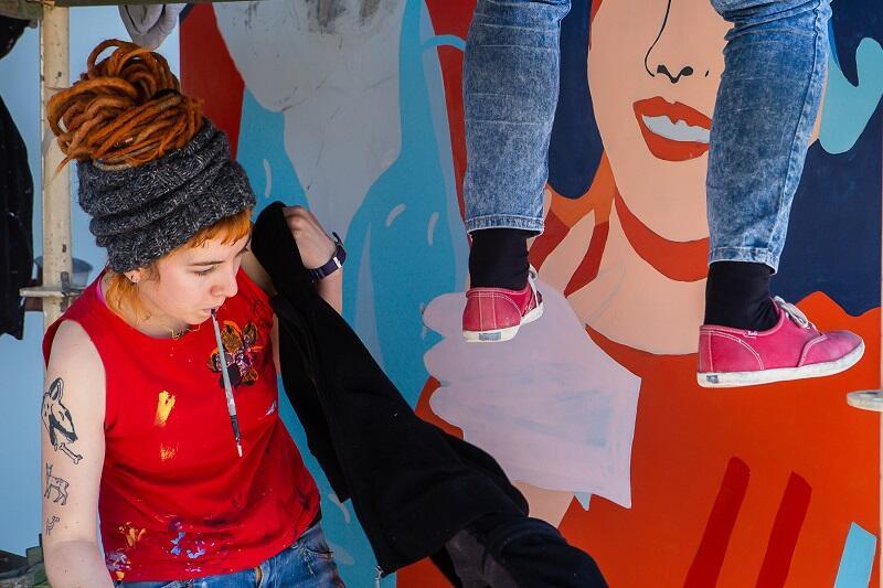 Artystki i artyści z RedSheels przy pracy