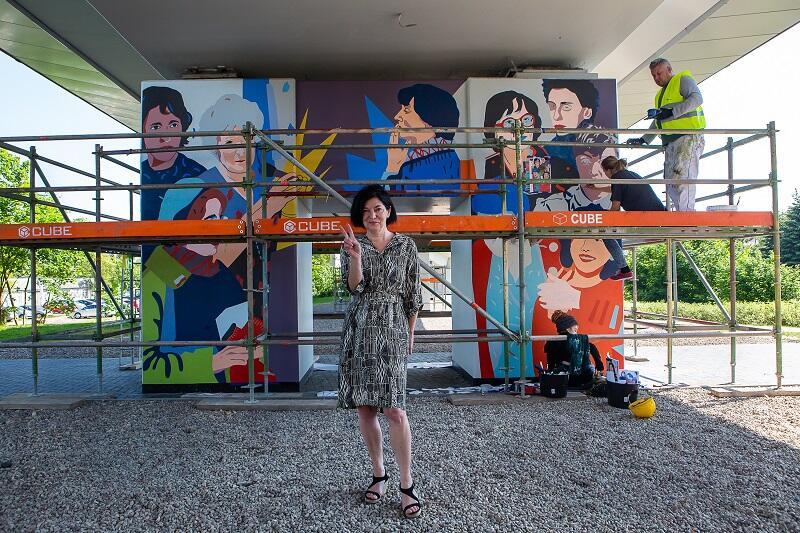 Bożena Rybicka-Grzywaczewska, jedna z bohaterek muralu na przystanku PKM Strzyża