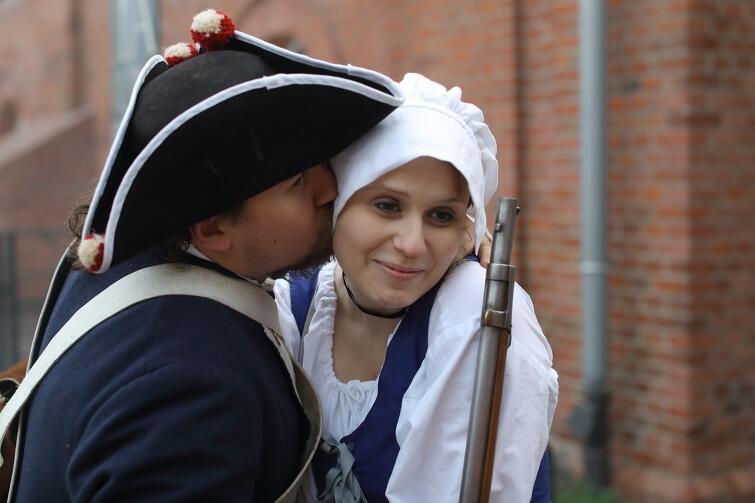 Swój czas i pieniądze na kultywowanie tradycji XVIII-wiecznego Gdańska poświęcają nie tylko panowie, ale i panie
