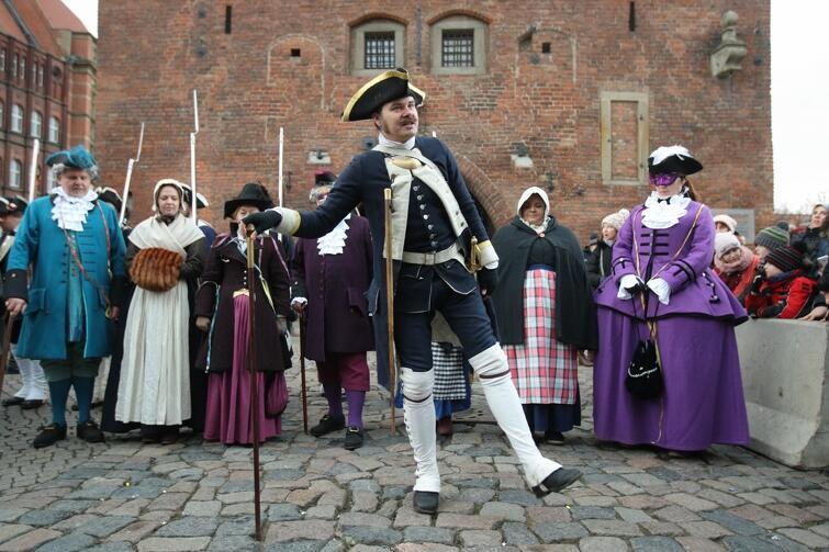 ... a potem dowiadują się od tropicieli tzw. opcji niemieckiej, że kultywują w Gdańsku tradycje pruskiego wojska