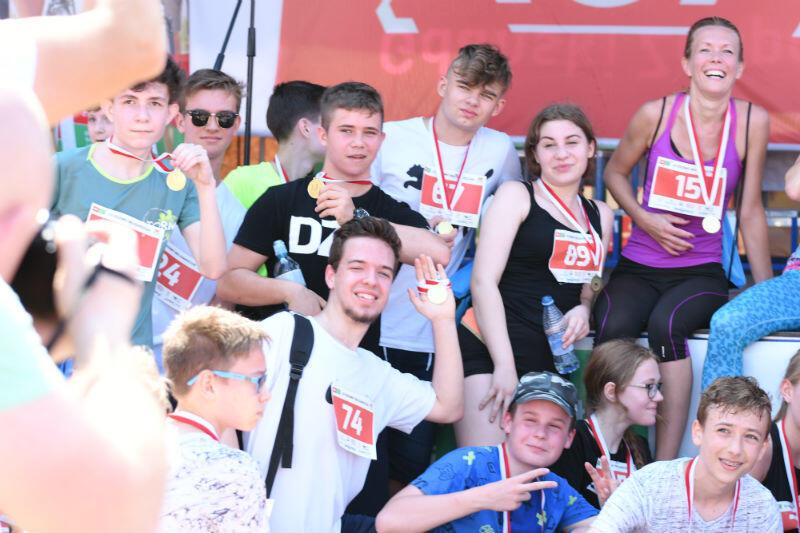 Każdy kto ukończył bieg, został udekorowany pamiątkowym medalem