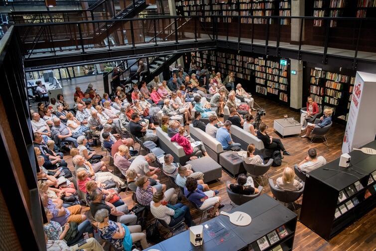 Spotkanie przyciągnęło do biblioteki Europejskiego Centrum Solidarności wielu zainteresowanych tematem demokracji