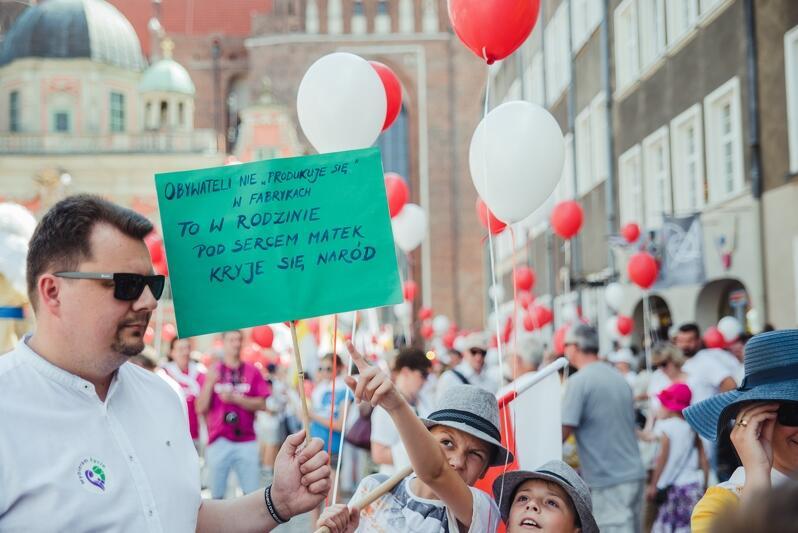Marsz zorganizowały liczne stowarzyszenie katolickie
