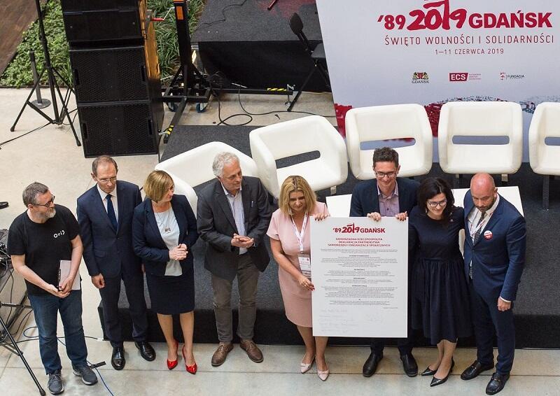 Od l:: Piotr Frączak, Zygmunt Frankiewicz, Marta Bejnar-Bejnarowicz, Jerzy Boczoń, Beata Moskal-Słaniewska, Łukasz Domagała, Aleksandra Dulkiewicz, Jacek Sutryk