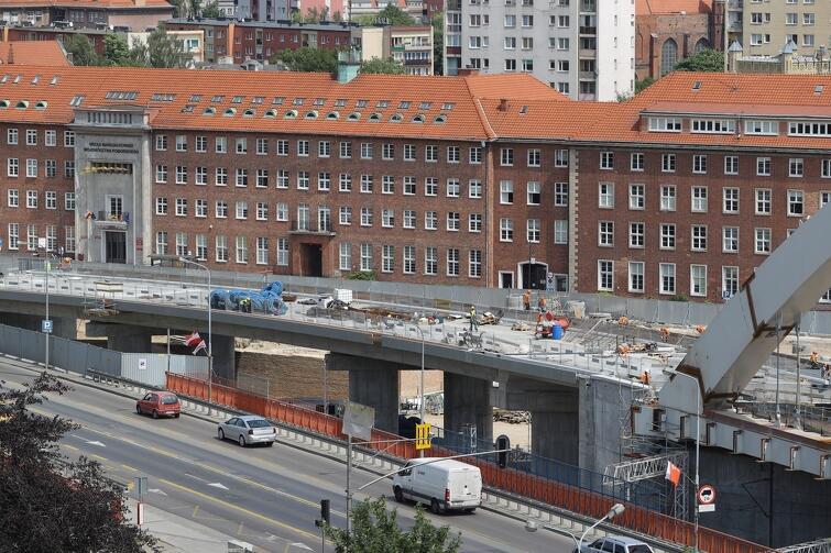 Budowa całego wiaduktu powinna zakończyć się w październiku 2020 r.