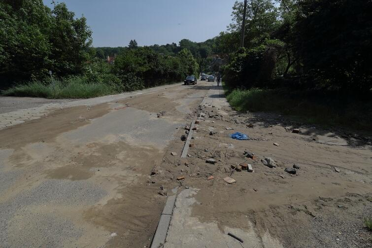 Ulica Wileńska również ucierpiała podczas burzy. Oczyszczane miasta będzie trwało do jutra