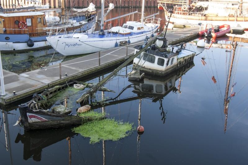 Wrak brytyjskiego jachtu 'Incentive' zalega w Marinie Gdańsk od trzech lat, ale wkrótce powinien być usunięty na koszt właściciela
