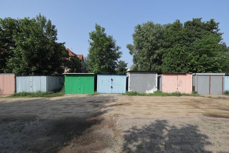 U zbiegu ulic Kasztanowej i Wyzwolenia stoi ponad 150 garaży. Część mieszkańców nie chce ich likwidacji