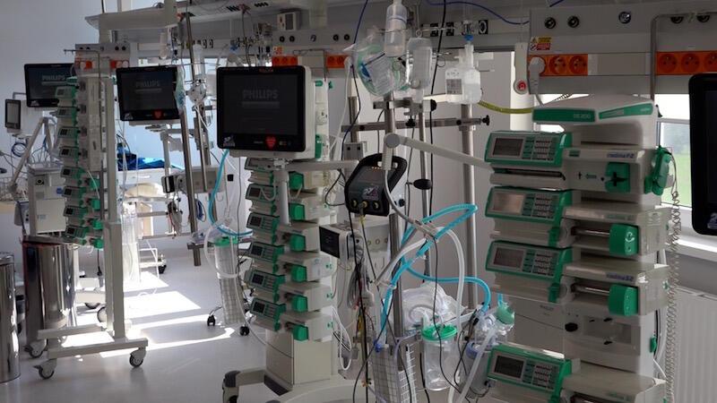 Dzięki nowoczesnemu systemowi monitorowania nawet 16 pacjentów (w jednym czasie) jest pod kontrolą personelu szpitala