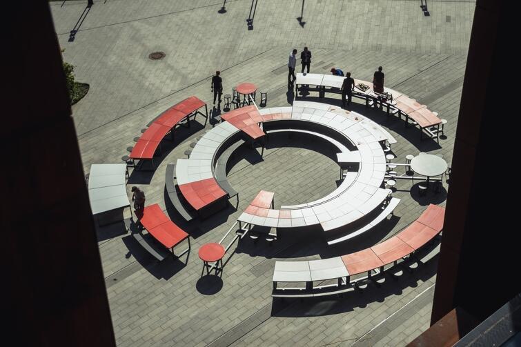 """Jedna z części okrągłego stołu przy ECS będzie w wakacje """"wędrować"""" po gdańskich dzielnicach i zachęcać do inicjowania działań wokół niego"""