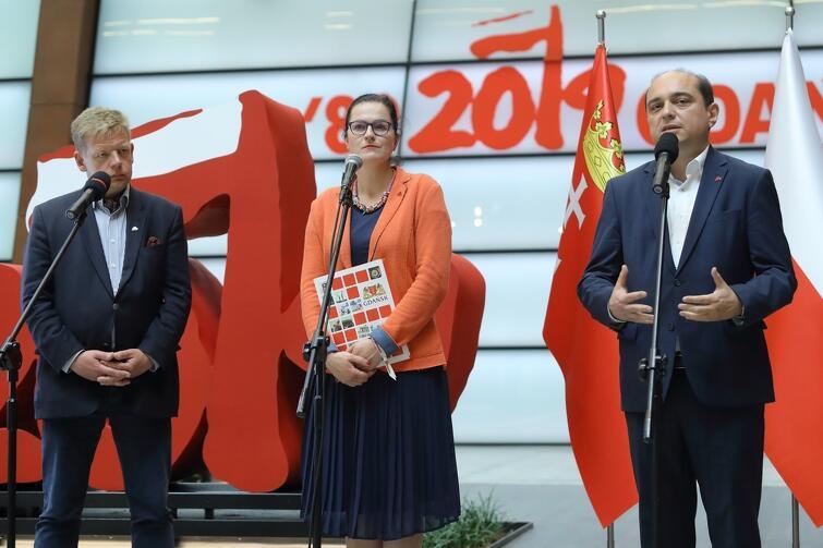 Od lewej: Jacek Bendykowski - prezes Fundacji Gdańskiej, Aleksandra Dulkiewicz - prezydent Gdańska, i Basil Kerski - dyrektor Europejskiego Centrum Solidarności