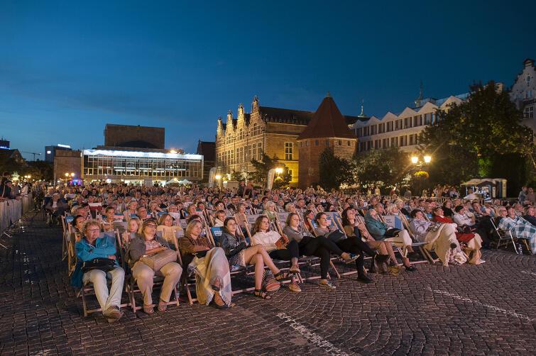 Plenerowe projekcje oper na Targu Węglowym, organizowane przez Instytut Kultury Miejskiej, cieszą się dużą popularnością