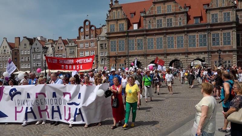 W Gdańsku żyje ok. 120 tysięcy seniorów. Z każdym rokiem coraz chętniej i wyraźniej podkreślają swoją obecność w mieście