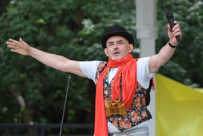 Witold Burkiewicz - pomysłodawca projektu `Spojrzenie na Gdańsk`, scenarzysta i reżyser wszystkich spektakli plenerowych towarzyszących odsłonięciu kolejnego widoku na miasto