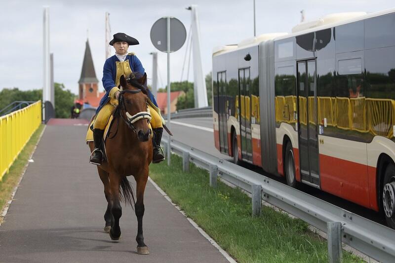 Andżelinę na koniu spotkaliśmy na Moście 100-lecia Odzyskania Niepodległości ok. godz. 10, na 12 miała dojechać na pokaz Garnizonu Gdańsk do Hevelianum
