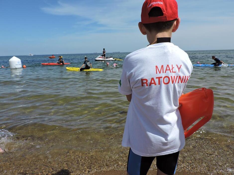 W każdą sobotę wakacji, począwszy od 30 czerwca do 25 sierpnia na Kąpielisku Molo w Gdańsku Brzeźnie odbywać się będą zajęcia przeznaczone dla dzieci i młodzieży w wieku od 8 do 16 lat