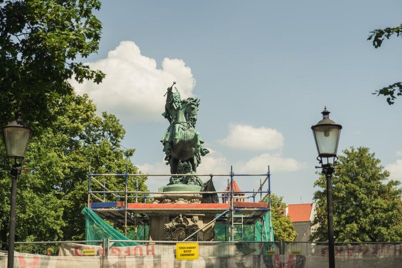 Pomnik króla Jana III Sobieskiego zdobi Targ Drzewny od 1965 roku
