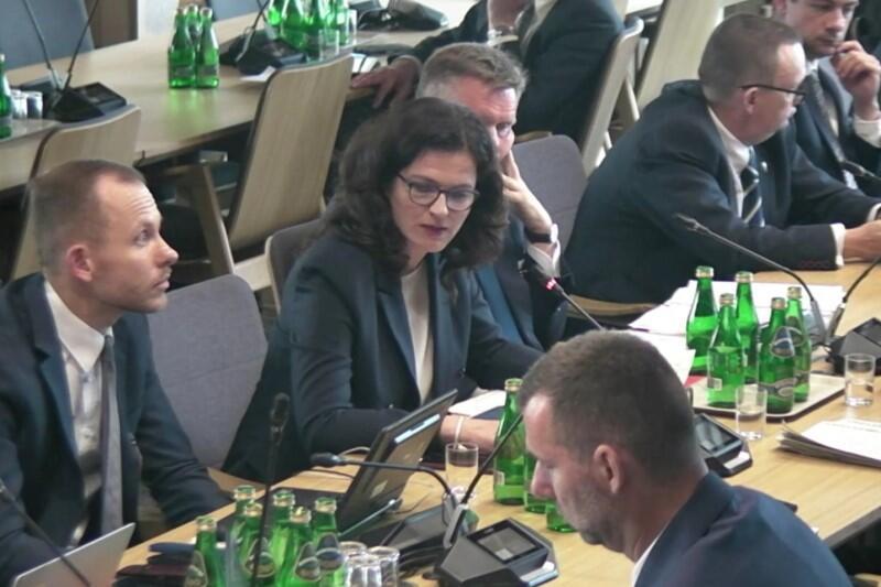 Prezydent Aleksandra Dulkiewicz w Sejmie, podczas posiedzenia sejmowej Komisji Infrastruktury w sprawie specustawy o przejęciu Westerplatte w całości przez skarb państwa i wybudowaniu tam muzeum