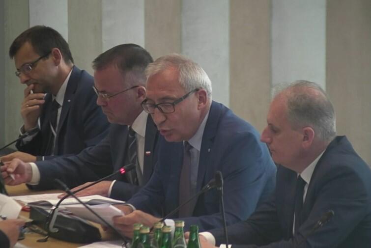 Od prawej siedzą: wojewoda pomorski Dariusz Drelich, poseł Kazimierz Smoliński, wiceminister kultury Jarosław Sellin