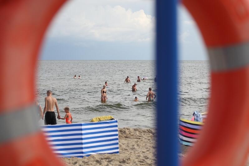 Korzystajmy podczas plażowania ze strzeżonych kąpielisk