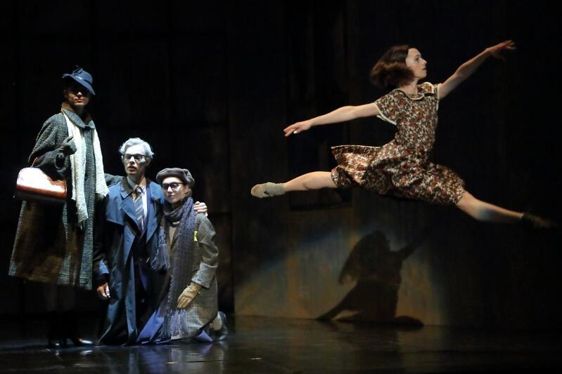 Wieczór zakończy opowieść o Annie Frank. Tę choreografię Mauricio Wainrot wystawiał już wielokrotnie na różnych scenach świata. W Gdańsku pokaże ją 17 raz