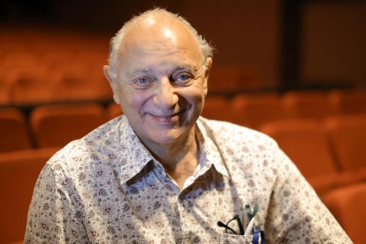 Mauricio Wainrot przyjechał do Polski po raz pierwszy w życiu, chociaż ma polskie korzenie. Jego rodzice, polscy Żydzi, wyjechali z Polski w 1939 roku