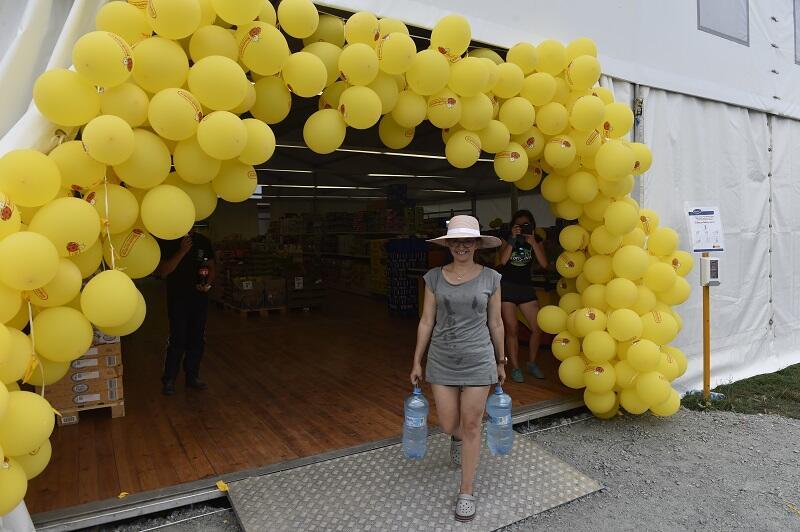 Miasteczko zlotowe ma swoje dzielnice, np. handlową - rok temu harcerze podczas zlotu mogli robić zakupu w `obozowej` Biedronce
