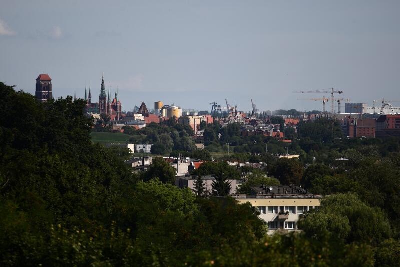 Widok na śródmieście ze skarpy przy ul. Kampinoskiej, gdzie znajduje się Zbiornik Wody Stara Orunia