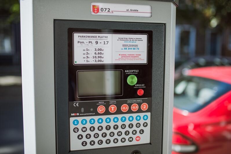 Latem Strefa Płatnego Parkowania poszerza się o tereny nadmorskie. Zapłacimy też za parkowanie na Targu Rakowym i w Jelitkowie