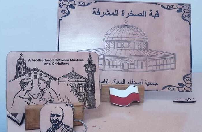 Sprzedaż drewnianych ozdób pozwoli na gromadzenie dalszych środków na funkcjonowanie i pomoc osobom z niepełnosprawnościami z Palestyny