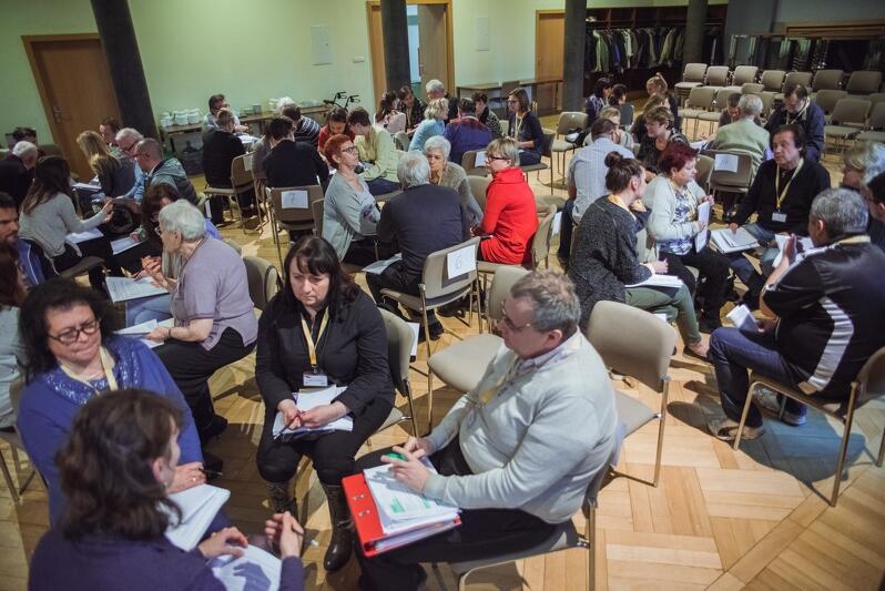 Jedną z najważniejszych spraw jest przybliżenie UE do obywateli poprzez szerokie i ciągłe konsultacje oraz partycypacje. Czy będą oni mieli wpływ na politykę europejską? Nz. III Panel Obywatelski w Gdańsku
