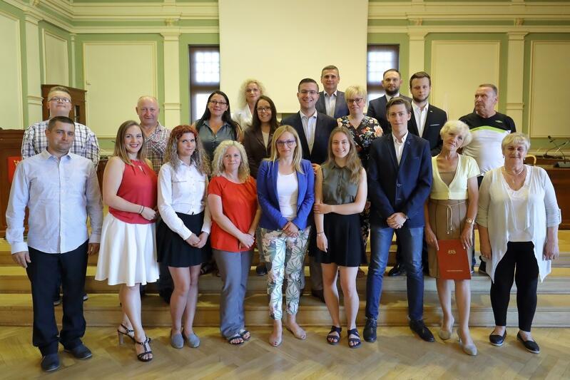 Po oficjalnym ślubowaniu czas na pamiątkowe zdjęcie Rady Dzielnicy wraz z radnymi Miasta Gdańska i przedstawicielami Biura Rady Miasta Gdańska