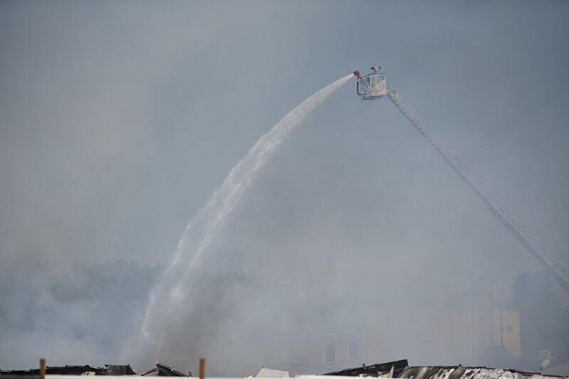 Strażacy gasili pożar z wysokich wysięgników