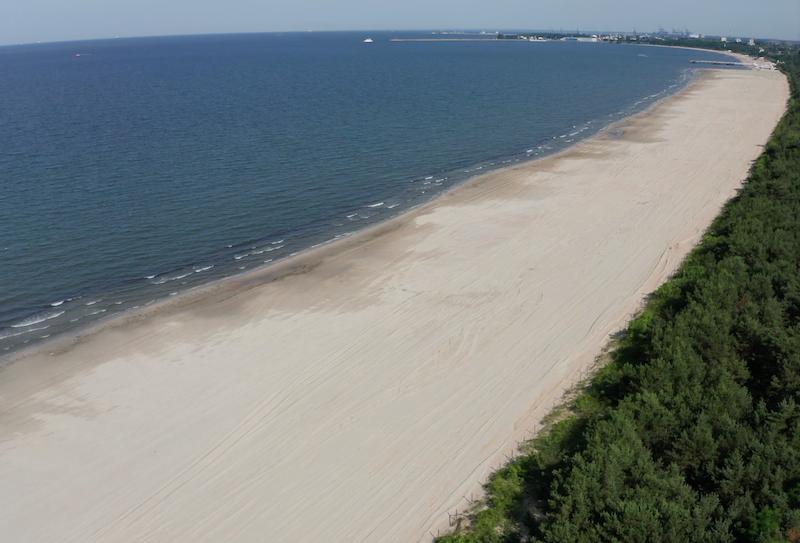 Więcej miejsca na pomorskich plażach to świetna wiadomość zarówno dla mieszkańców nadmorskich miejscowości, jak i turystów