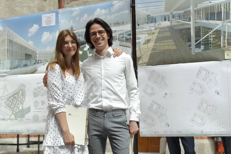 Dominika Kierszka i Maciej Szukała z zespołu, który otrzymał I nagrodę za projekt zagospodarowania rejonu Blaszanka