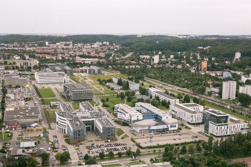 Panorama kampusu Uniwersytetu Gdańskiego w Oliwie z wieżowca Olivia Star