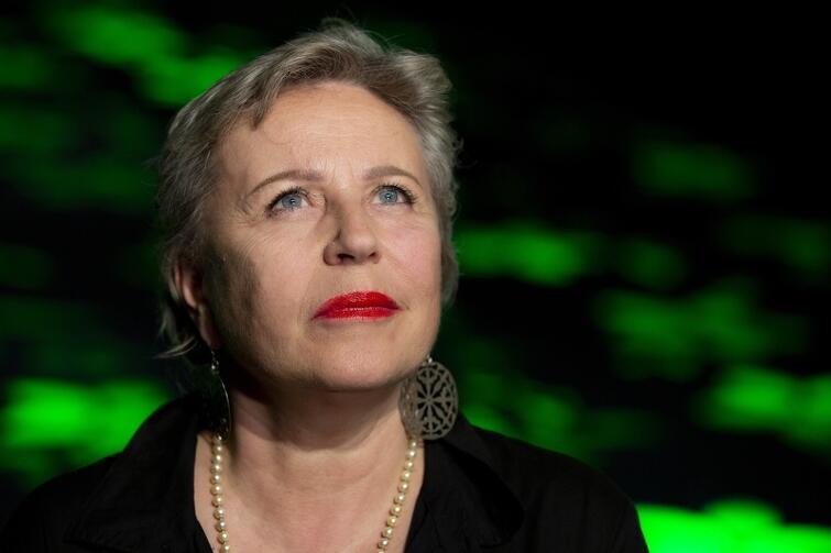 Krystyna Janda: - Z tą sztuką Szekspira mierzę się od dawna. Najpierw całe lata marzyłam o zagraniu roli Rozalindy, namawiałam na to moich dyrektorów, niestety nie spełniło się to moje marzenie. Uwielbiam tę historię, jej humor, różne sposoby mówienia o miłości... Teraz mam szansę