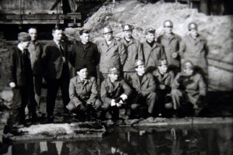 Uczestnicy operacji ratowania Wartowni nr 1, którą przeprowadzono na Westerplatte w 1967 r.