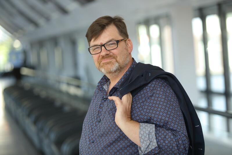 Romuald Wicza-Pokojski był dyrektorem naczelnym i artystycznym Miejskiego Teatru Miniatura od 2011 do 2019 roku. Od 2018 piastuje stanowisko dyrektora naczelnego Opery Bałtyckiej