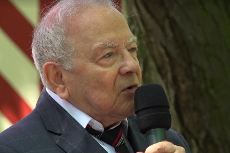 Prof. Andrzej Januszajtis podczas sobotniej dyskusji przy Wartowni nr 1