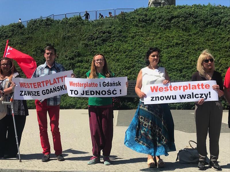 Zdaniem partii rządzącej teren Westerplatte jest zaniedbany i nie jest obecnie należycie wykorzystywany. Zdaniem uczestników protestu, Westerplatte ma się bardzo dobrze