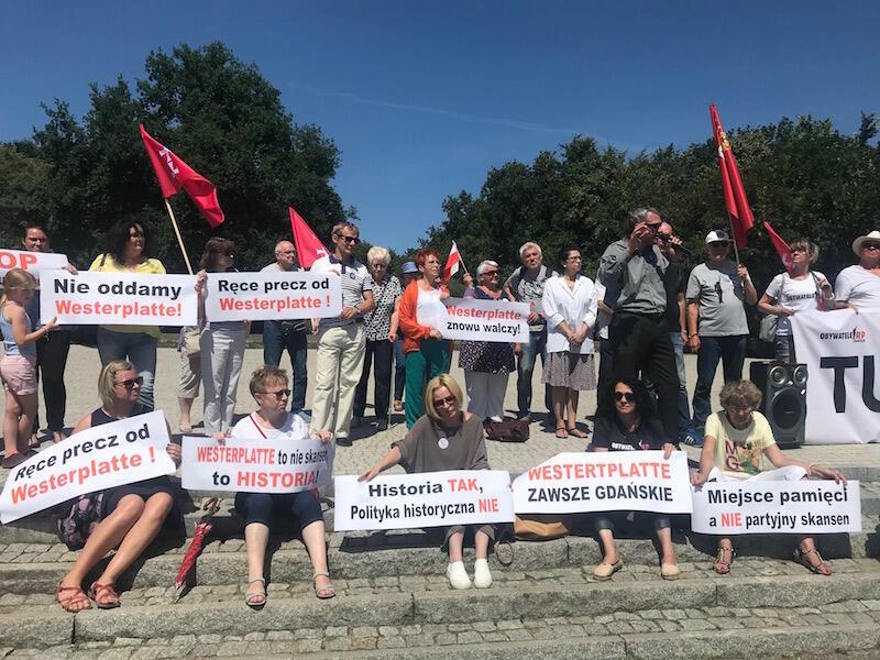 Nie oddamy - takie hasło głośno wykrzykiwali uczestnicy protestu na Westerplatte