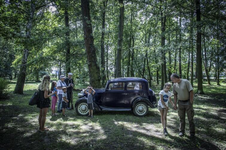 Jedna z atrakcji tego dnia - przejażdżka przedwojennym Fiatem 508
