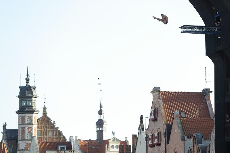 Highdiving, czyli akrobatyczne skoki do wody z gdańskiego Żurawia