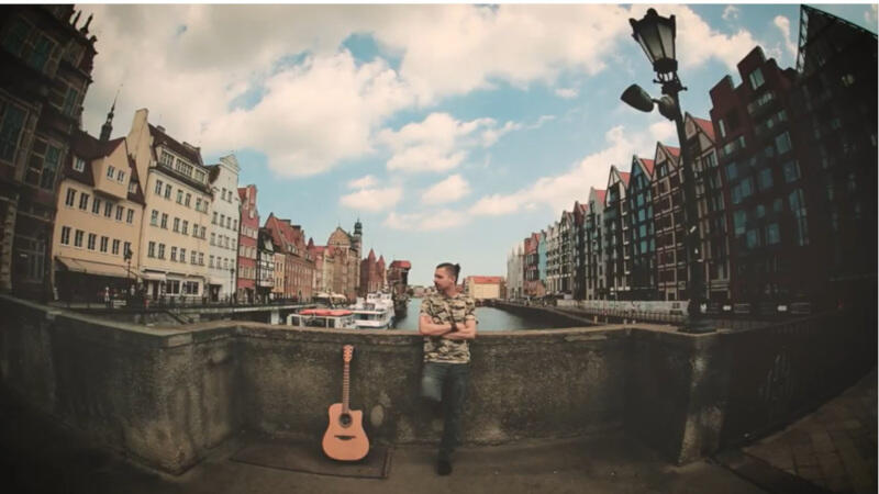 Tłem dla teledysku jest Gdańsk - m.in. słynny Żuraw i ulica Długa z jej najbardziej charakterystycznymi i najpiękniejszymi elementami
