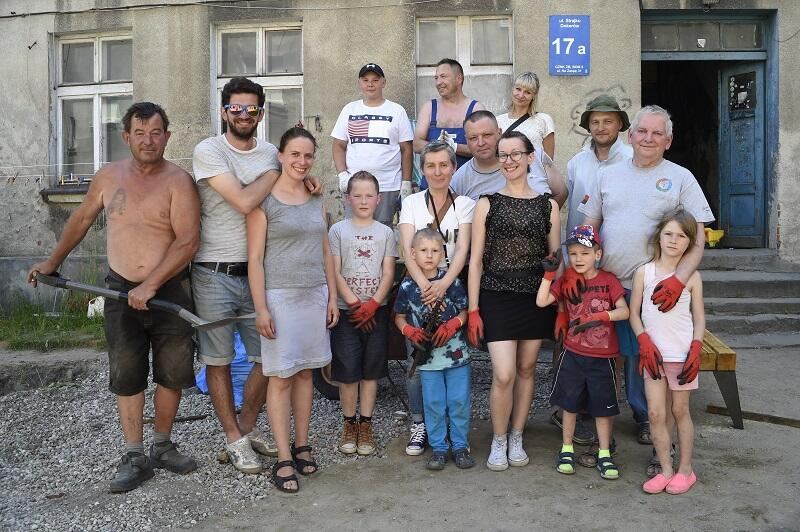 `Drużyna zmian` z domów przy ul. Strajku Dokerów 17 A i 18 A