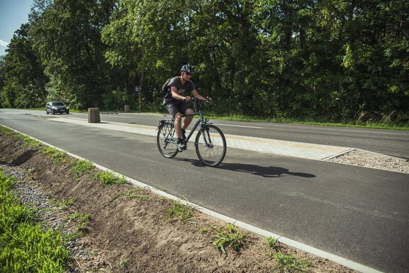 Po Wyspie Sobieszewskiej można już bezpiecznie i wygodnie pedałować na nowej drodze rowerowej
