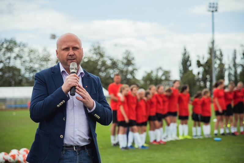 Wybrane dziewczęta trafią m.in. pod skrzydła Tomasza Bocheńskiego (nz.), który jest prezesem Akademii Piłkarskiej Lechii Gdańsk