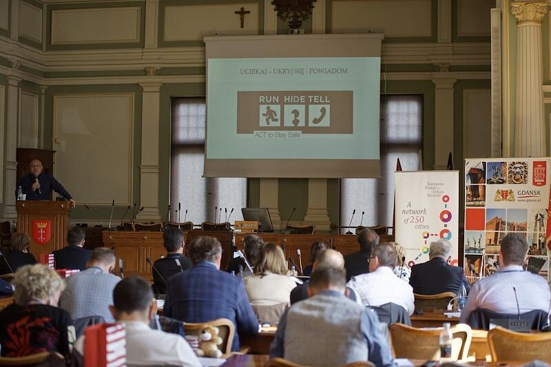 Dr Krzysztof Liedel podczas wystąpienia na spotkaniu projektu PACTESUR w siedzibie Rady Miasta Gdańska